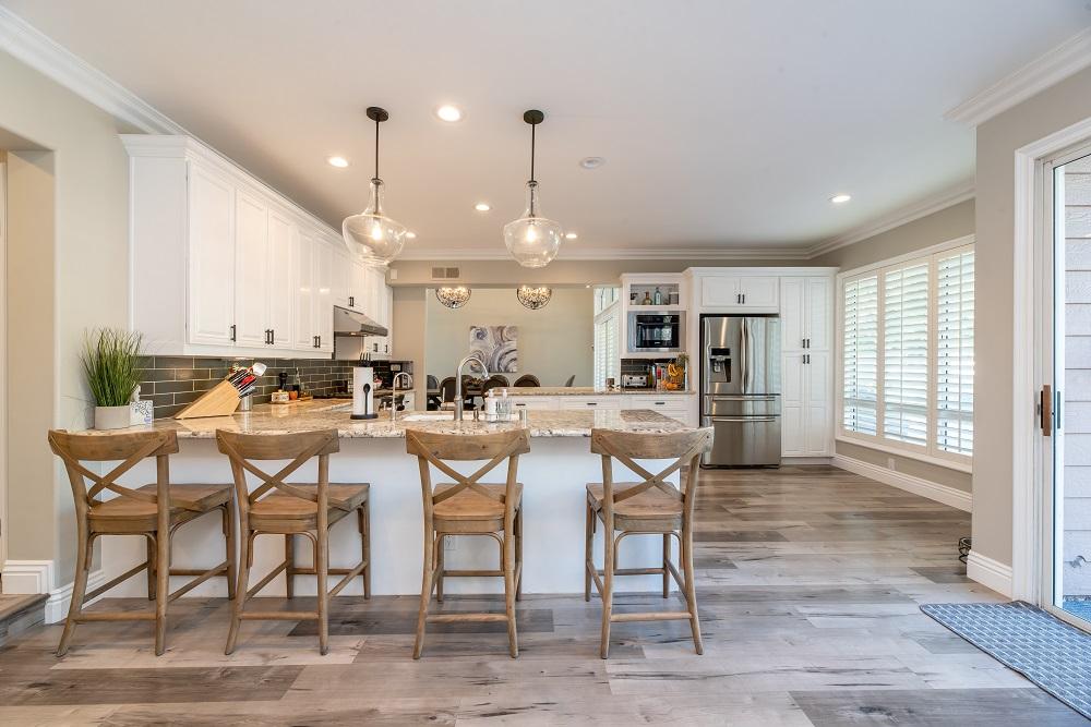 ambientes integrados - sala de jantar e cozinha juntas