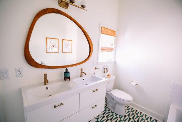 Como decorar o banheiro - banheiro branco decorado
