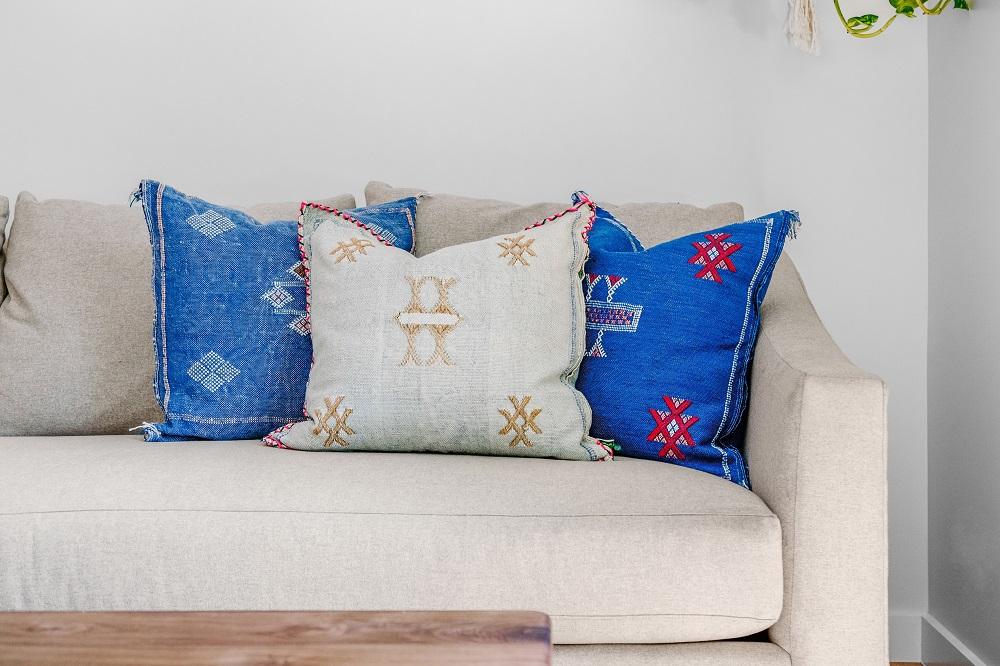 Como escolher almofadas - sofá decorado